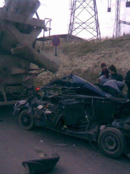 Под Севастополем бетономешалка вкатала в асфальт «Пежо» вместе с водителем (ФОТО), фото-1
