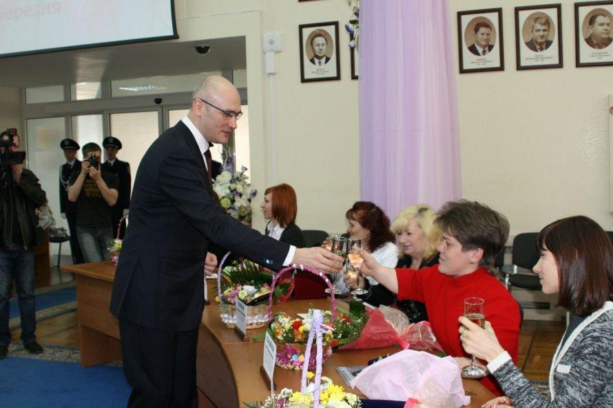 6 марта: в Днепропетровской области дарили цветы и взрывались снаряды, фото-1