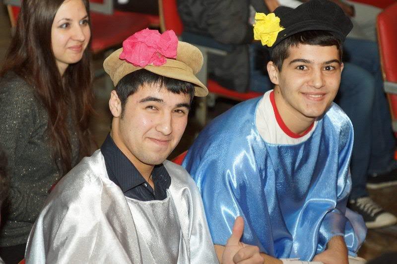 В Днепропетровске марокканцы, туркмены и китайцы пели «Червону руту» и читали Есенина (ФОТО), фото-4
