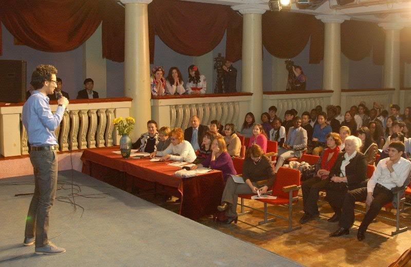В Днепропетровске марокканцы, туркмены и китайцы пели «Червону руту» и читали Есенина (ФОТО), фото-3
