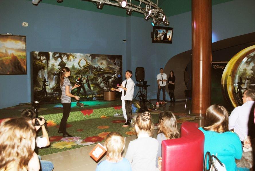 Мировая премьера «Оз: Великий и ужасный» началась 7 марта, фото-1
