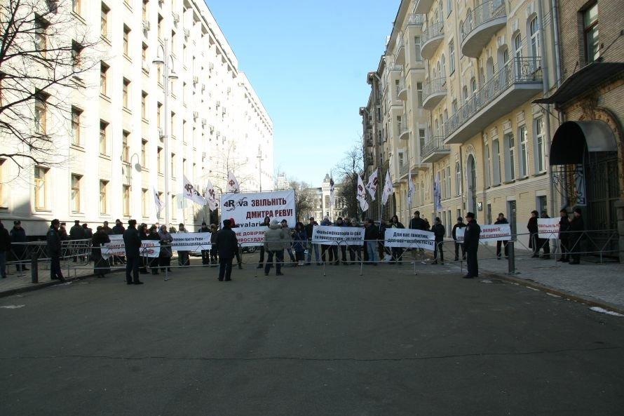 Родственники «днепропетровского террориста» протестовали под окнами Януковича, фото-1