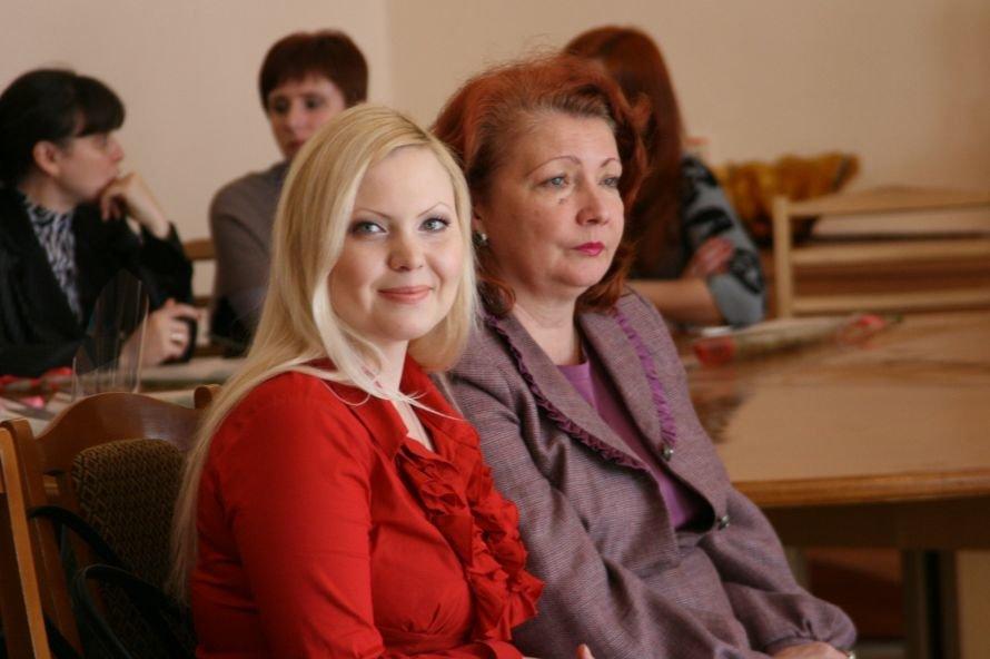 В Днепропетровске с 8 Марта поздравили ученых женщин (ФОТО), фото-1
