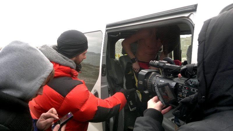 В Феодосии на съемках клипа участники дуэта EMOTION искупались в холодном море, фото-1