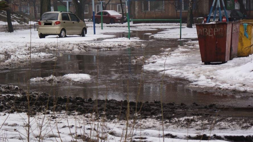 С недавних пор жители микрорайона «Черемушки» перемещаются дворами не иначе как вплавь, фото-4