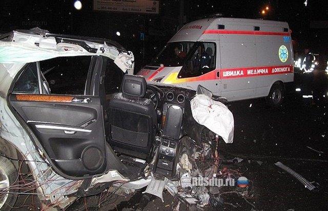 ДТП в Киеве: На Караваевых Дачах Mercedes ML 350 разорвало о столб, по неподтвержденным данным за рулем был горловчанин (добавлены фото), фото-5