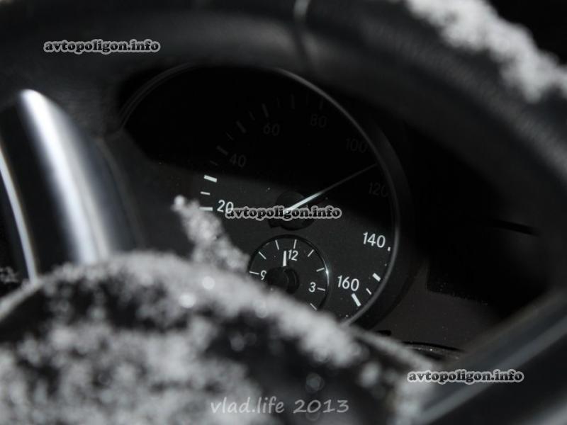 ДТП в Киеве: На Караваевых Дачах Mercedes ML 350 разорвало о столб, по неподтвержденным данным за рулем был горловчанин (добавлены фото), фото-2
