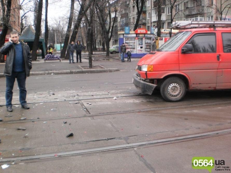 В Кривом Роге микроавтобус «Volkswagen» выбросил «Chevrolet» с проезжей части (ФОТО), фото-2