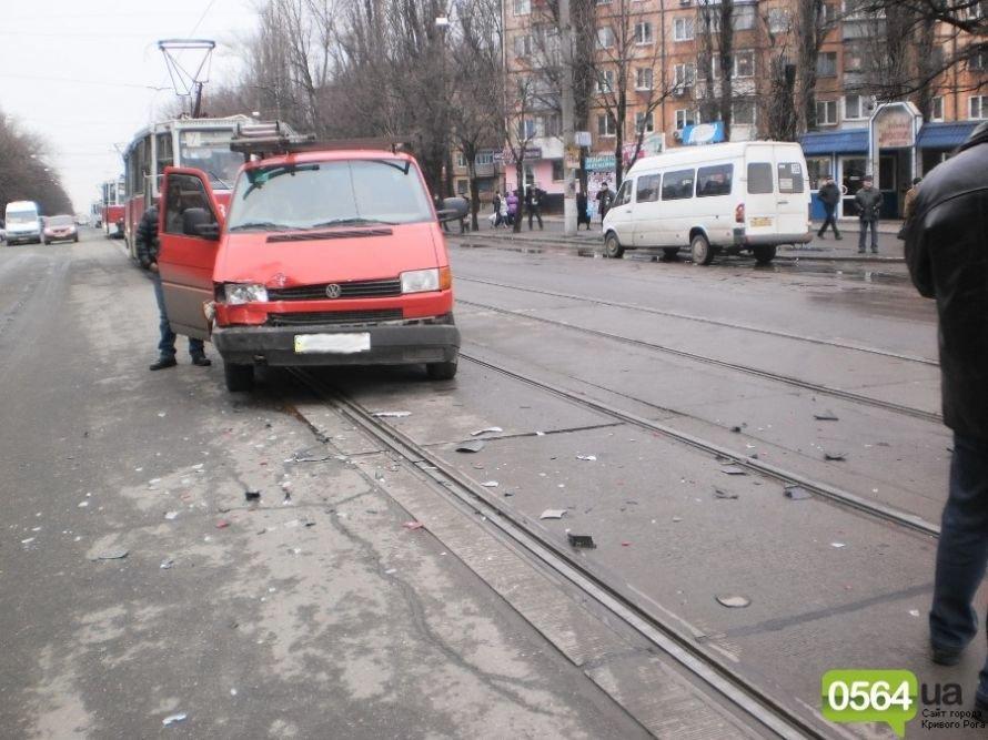 В Кривом Роге микроавтобус «Volkswagen» выбросил «Chevrolet» с проезжей части (ФОТО), фото-4