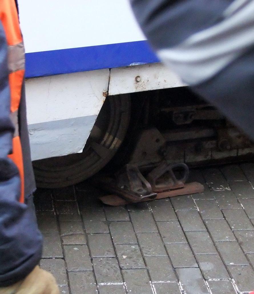 Как в центре Донецка трамвай поднимали (фото), фото-1
