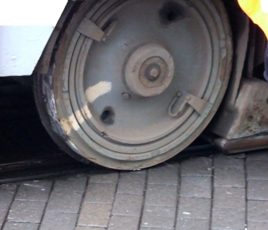 Как в центре Донецка трамвай поднимали (фото), фото-3