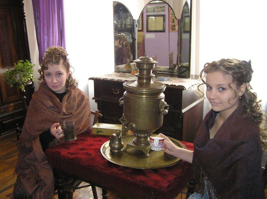 В Артемовском музее знакомят с бахмутскими барышнями, фото-8