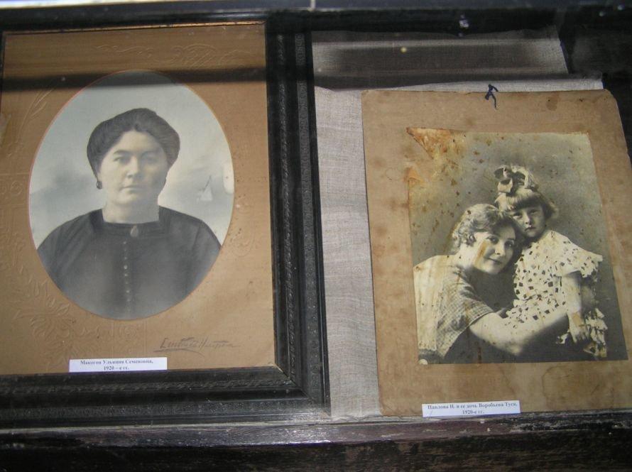В Артемовском музее знакомят с бахмутскими барышнями, фото-3