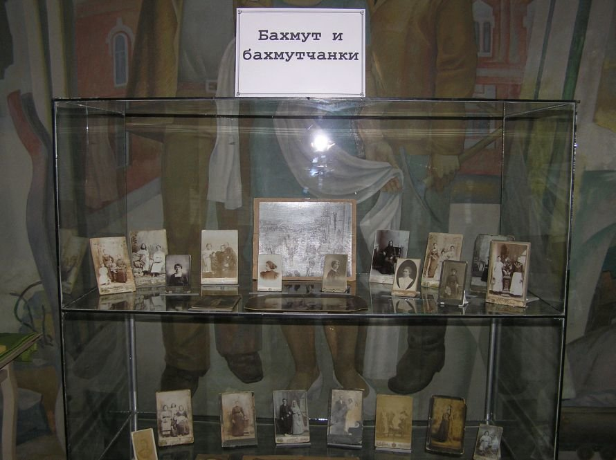 В Артемовском музее знакомят с бахмутскими барышнями, фото-5