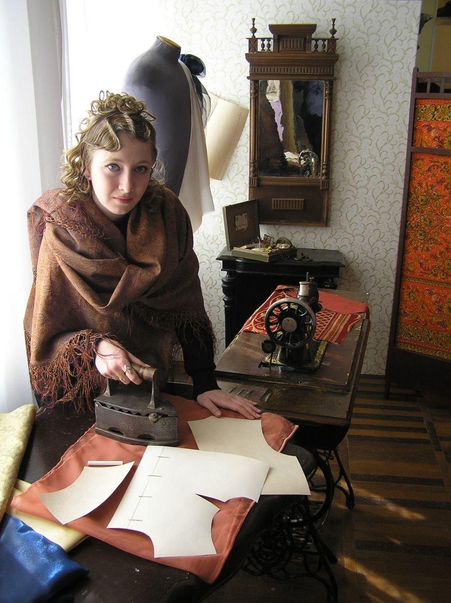 В Артемовском музее знакомят с бахмутскими барышнями, фото-9