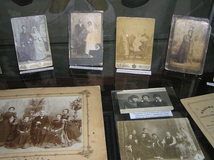 В Артемовском музее знакомят с бахмутскими барышнями, фото-2
