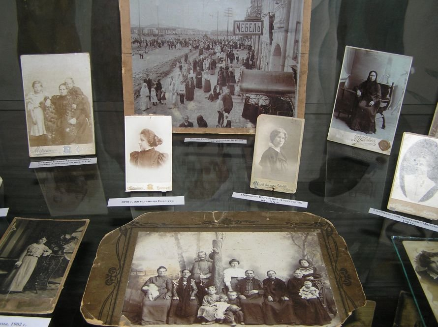 В Артемовском музее знакомят с бахмутскими барышнями, фото-6