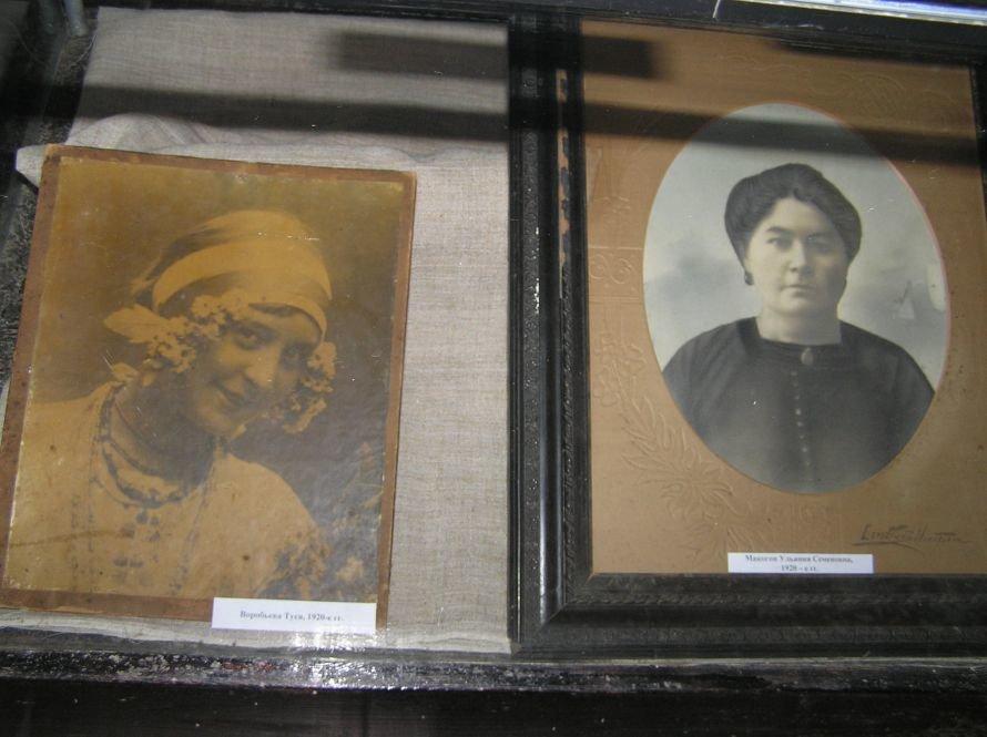 В Артемовском музее знакомят с бахмутскими барышнями, фото-4