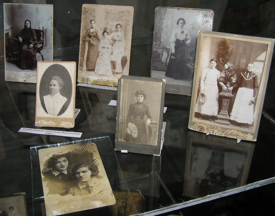 В Артемовском музее знакомят с бахмутскими барышнями, фото-1
