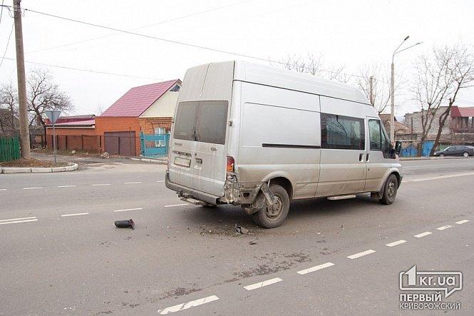 В Кривом Роге крутая иномарка и микроавтобус загадочным образом «исчезли» с места ДТП (ФОТО), фото-2