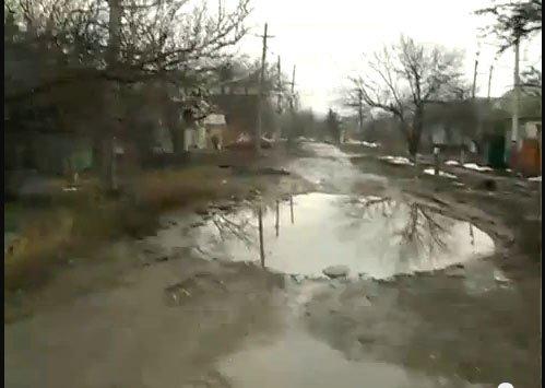 Луганские дороги: латки из кирпичей-чудовищ и ямы, по которым не хотят ездить таксисты (ФОТО, ВИДЕО), фото-2
