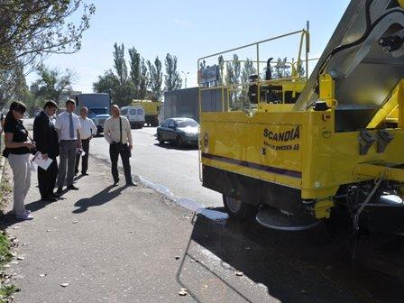 Для уборки улиц Горловки власти прикупят новую «подметалку», фото-2