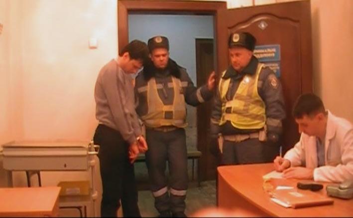 В Луганске пьяный водитель «Лексуса» побил гаишника (ФОТО), фото-1