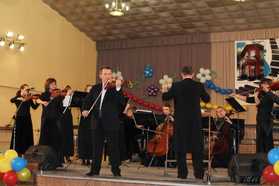В Артемовске пышно отметили юбилей Школы искусств и вручили юбилярам путевки на отдых в Греции, фото-6
