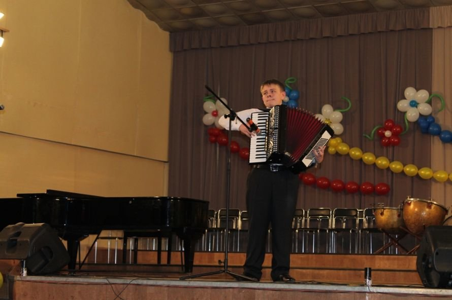 В Артемовске пышно отметили юбилей Школы искусств и вручили юбилярам путевки на отдых в Греции, фото-14