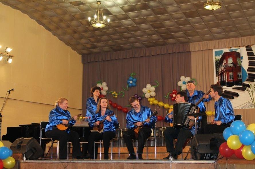 В Артемовске пышно отметили юбилей Школы искусств и вручили юбилярам путевки на отдых в Греции, фото-15