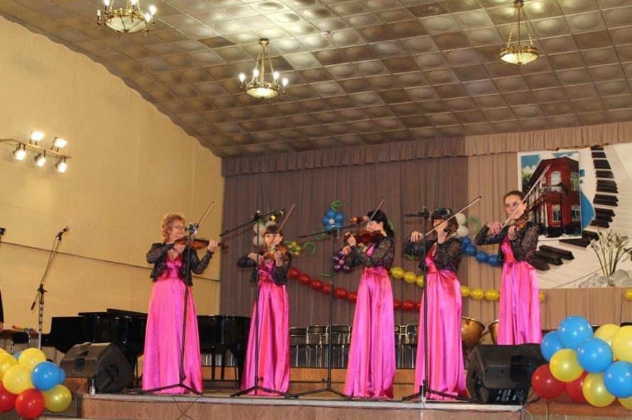 В Артемовске пышно отметили юбилей Школы искусств и вручили юбилярам путевки на отдых в Греции, фото-13