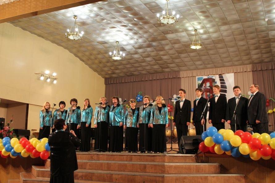 В Артемовске пышно отметили юбилей Школы искусств и вручили юбилярам путевки на отдых в Греции, фото-16