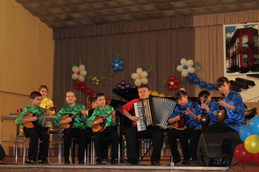 В Артемовске пышно отметили юбилей Школы искусств и вручили юбилярам путевки на отдых в Греции, фото-9
