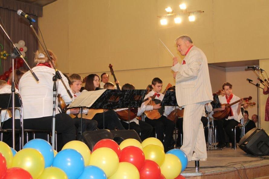 В Артемовске пышно отметили юбилей Школы искусств и вручили юбилярам путевки на отдых в Греции, фото-11