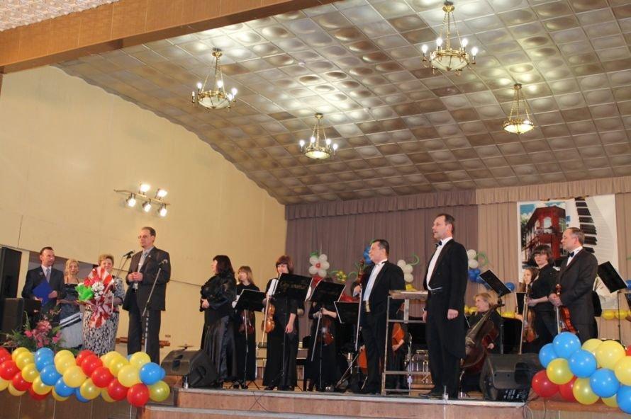 В Артемовске пышно отметили юбилей Школы искусств и вручили юбилярам путевки на отдых в Греции, фото-7