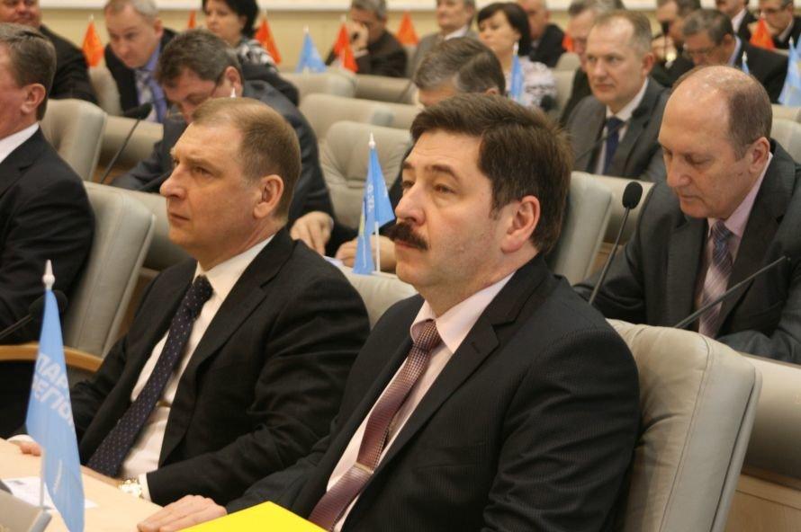 Днепропетровские депутаты решили отправить всех в театр, фото-1