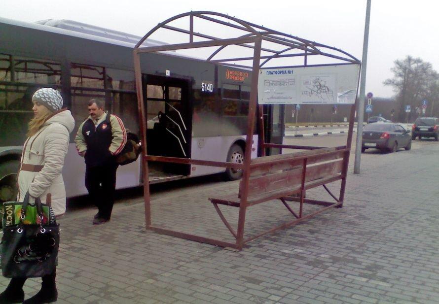 В Донецке остановочный павильон на «Западном» остался без крыши, фото-1