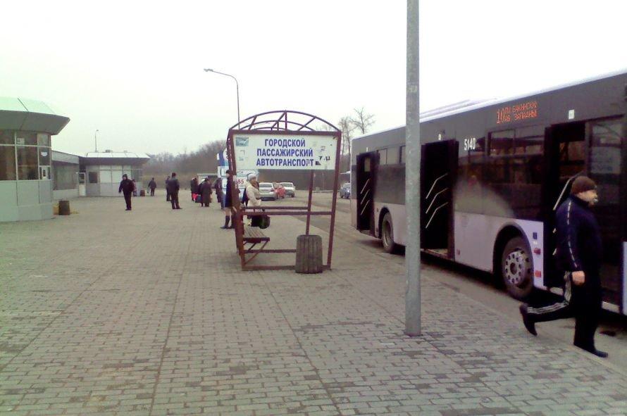 В Донецке остановочный павильон на «Западном» остался без крыши, фото-2