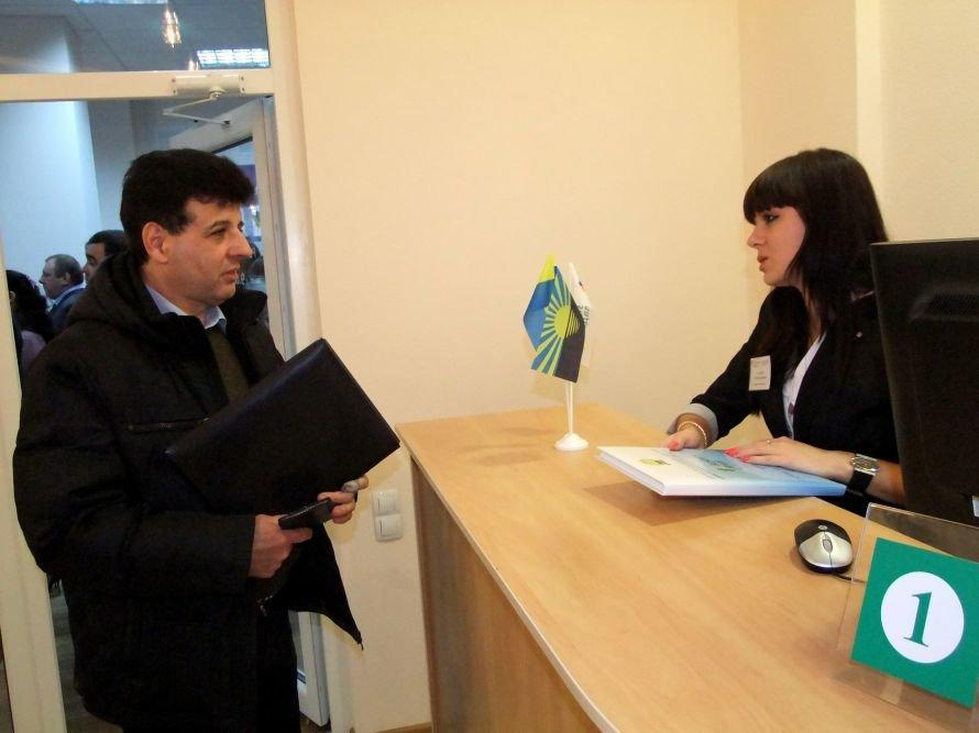 В Донецке начал работать первый в Украине узел выдачи загранпаспортов (фото), фото-2