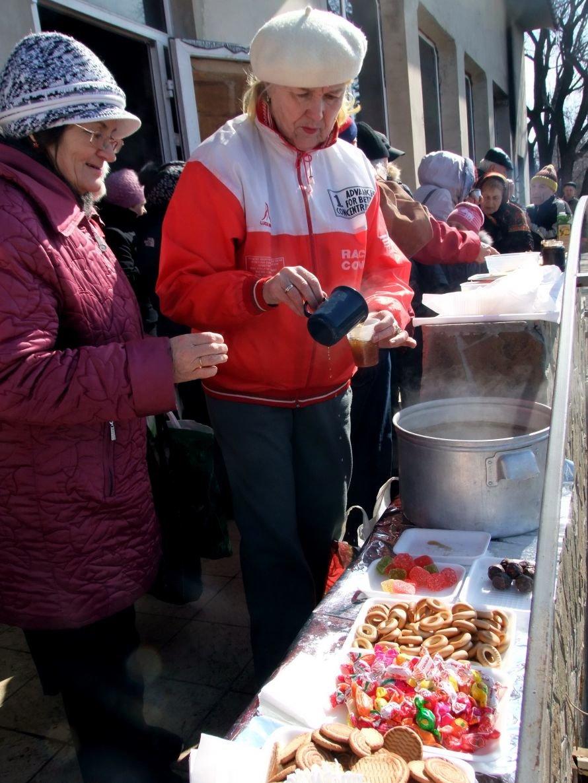 На Масленицу в Донецке купались, водили хороводы и сожгли чучело Зимы (фото), фото-3