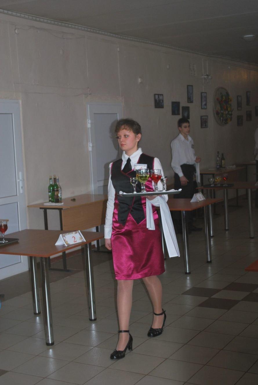 Мариупольская официантка стала одной из лучших в области, фото-1