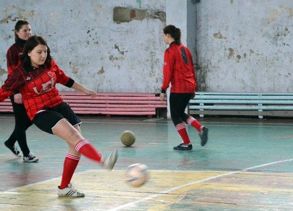 Юные горловчанки показали макси-класс в мини-футболе, фото-6