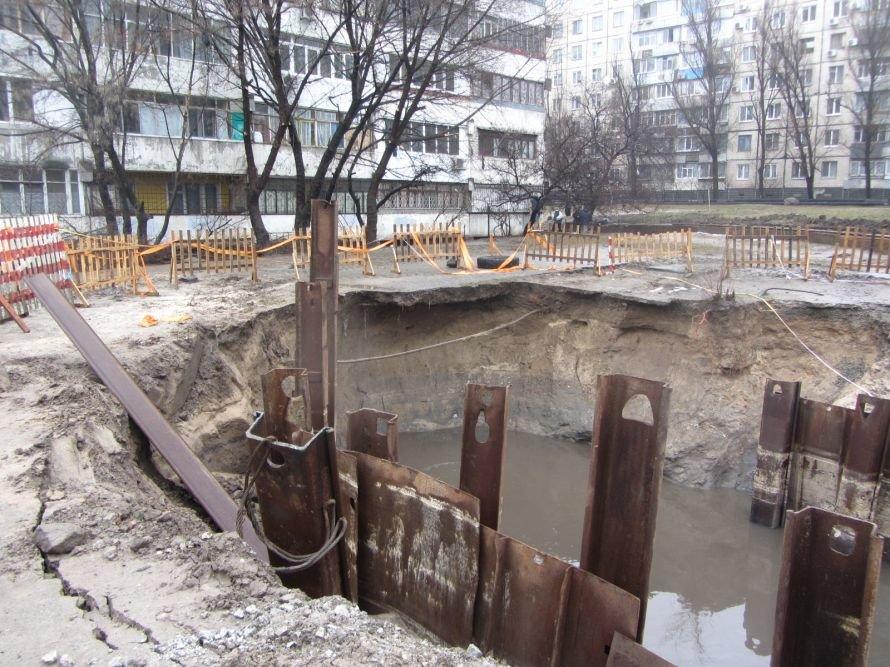 Днепропетровские коммунальщики ликвидируют последствия аварии на улице Калиновой, но грунт продолжает уходить из-под ног  (ФОТО, ВИДЕО), фото-1