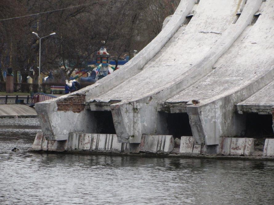Днепропетровские чиновники не хотят видеть очевидного: в парке Глобы разрушается летний театр (ФОТО), фото-2