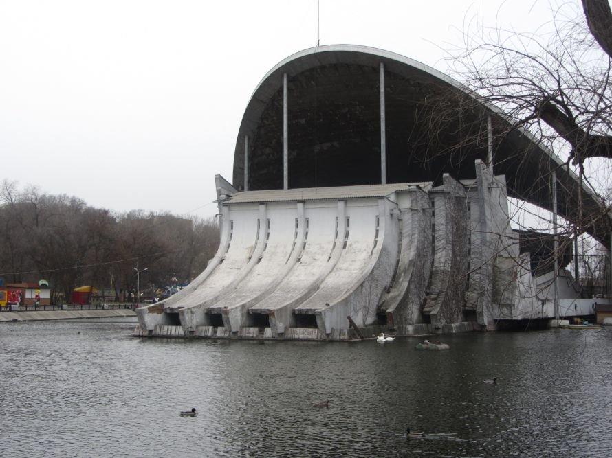 Днепропетровские чиновники не хотят видеть очевидного: в парке Глобы разрушается летний театр (ФОТО), фото-1