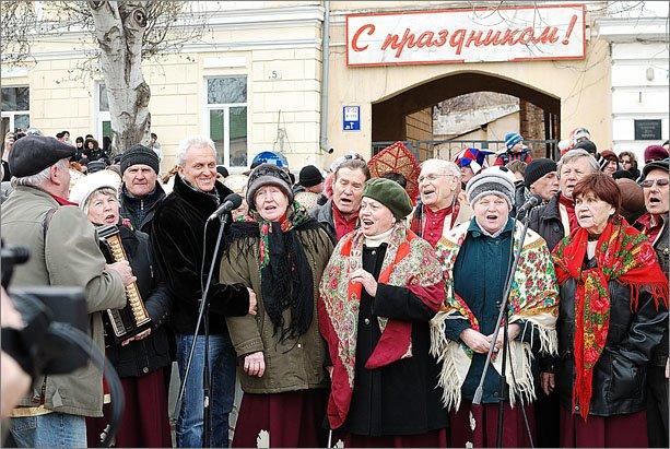 В Феодосии сложили рекордную для Украины 3,5-метровую стопку из блинов, фото-4