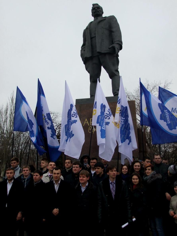 Молодые регионалы почтили память основателя Донецко-Криворожской республики и заявили, что Артем сделал больше, чем Шевченко (фото, видео), фото-2