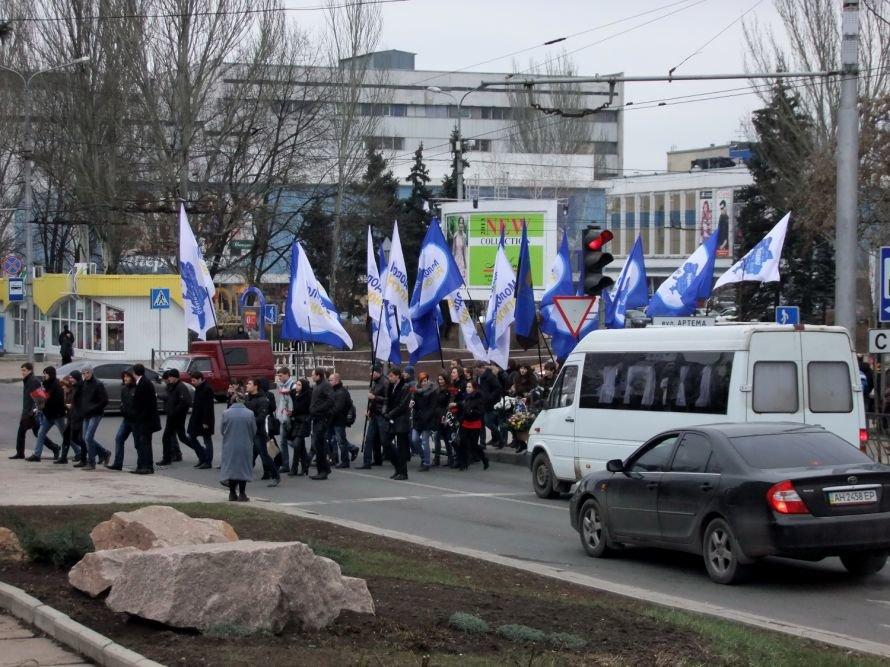 Молодые регионалы почтили память основателя Донецко-Криворожской республики и заявили, что Артем сделал больше, чем Шевченко (фото, видео), фото-1