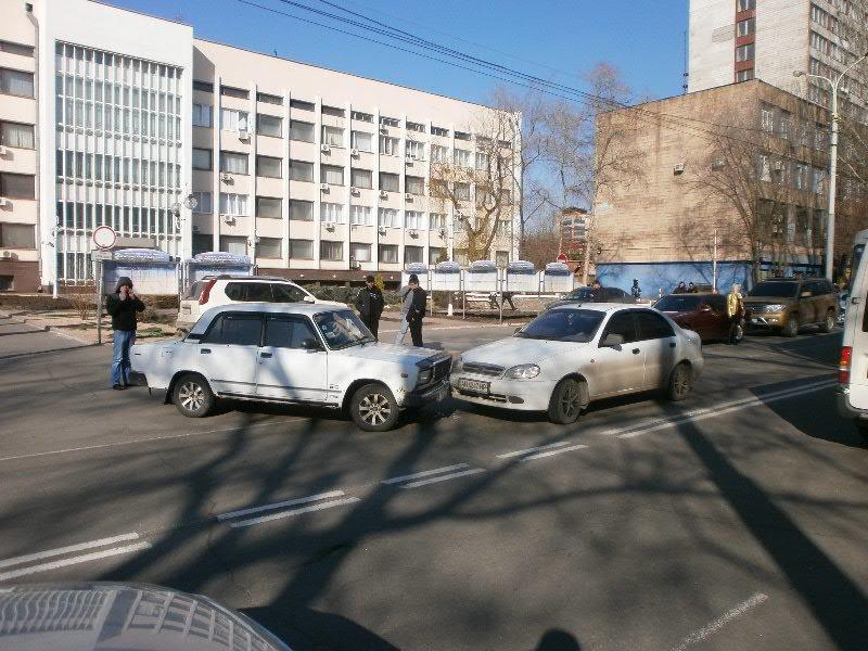 Белый в белого: в Мариуполе столкнулись две леговушки (ФОТО), фото-2