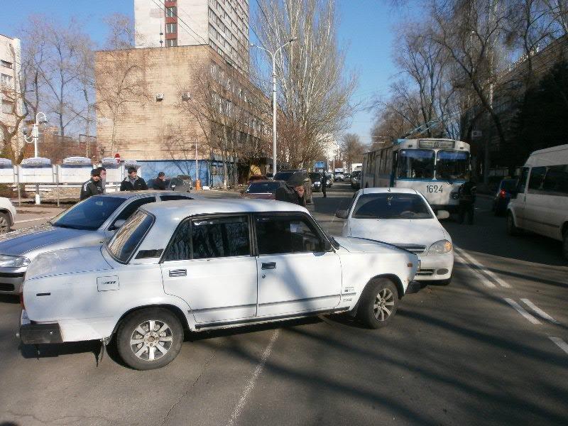 Белый в белого: в Мариуполе столкнулись две леговушки (ФОТО), фото-3